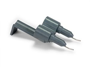 Angled tip injector head option for dual reagent injector module